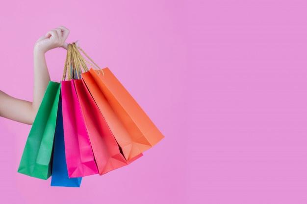 girl-holds-fashion-shopping-bag-beauty_1150-13673